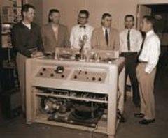Американская компания Ampex продемонстрировала первый в истории видеомагнитофон