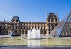 Впервые Лувр открылся для публики как национальный художественный музей