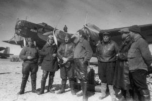 Начала свою работу первая в мире дрейфующая на льдине научная станция «Северный полюс-1»