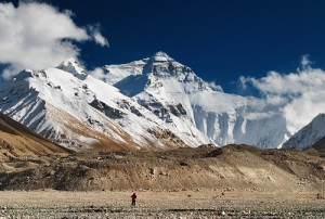 Впервые покорена Джомолунгма - высочайшая вершина на Земле