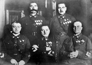 В Вооруженных силах СССР введены персональные воинские звания для кадрового состава армии и флота и высшее звание «Маршал Советского Союза»