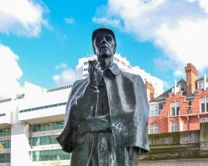 В Лондоне на Бейкер-стрит открыт памятник Шерлоку Холмсу