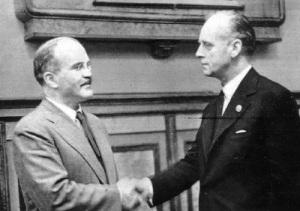 Подписан пакт Молотова – Риббентропа