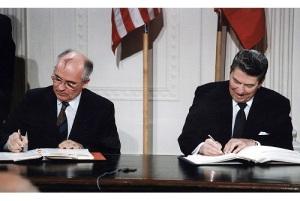 В Вашингтоне подписан Договор между СССР и США о ликвидации ракет средней и меньшей дальности