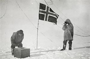 Руаль Амундсен достиг Южного полюса, на месяц опередив экспедицию Роберта Скотта