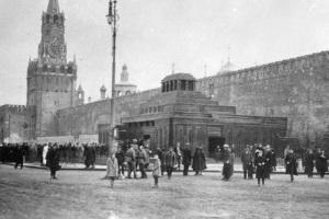 В Москве открыт Мавзолей Ленина