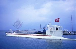 Спущен на воду первый в мире туристический подводный аппарат