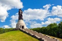 В Берлине был торжественно открыт памятник-ансамбль воинам Советской Армии, павшим в боях с фашизмом