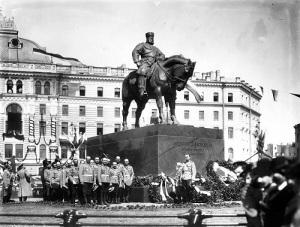В Петербурге освящен и торжественно открыт памятник Александру III