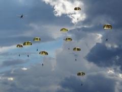 В СССР на учениях Московского военного округа был впервые высажен воздушный десант