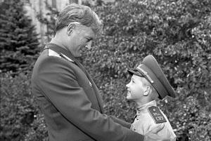 На советские экраны вышел фильм «Офицеры»