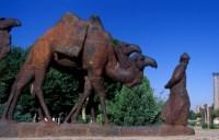 Статуя верблюжьему каравану (Самарканд, Узбекистан)