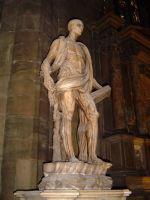 Статуя святого Варфоломея, размещенная в соборе Милана