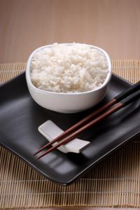 Чашка риса — самое необходимое подношение алтарю предков (Фото: Shutterstock)