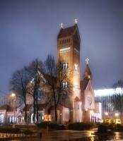 Храм Святых Симеона и Елены – называемый красный Костел (Фото: fotovideoforum.ru)