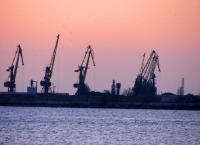 Пирсы морского торгового порта