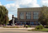 Площадь Булавина в центре города. На заднем плане - центральный универмаг