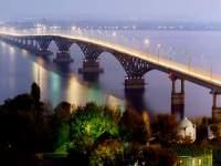 Автодорожный мост через Волгу соединяет Саратов и Энгельс
