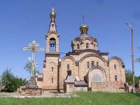 Храм преподобного Иова Почаевского, рядом с храмом Поклонный Крест