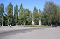 Вид с площади на Роменский парк
