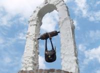 Памятник легендарным трём сумкам
