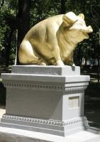 В центральном парке Ромен возведён памятник свинье «от благодарных украинцев»