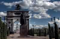 Триумфальная арка - часть мемориального комплекса