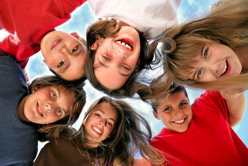 Улыбка интернациональна! (Фото: Katrina Brown, Shutterstock)