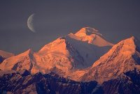 Теневая сторона растет, и мы видим убывающую Луну, серпик в виде буквы «С». Фото: Shutterstock