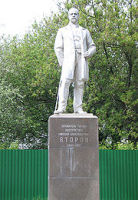 Памятник основателю завода Николаю Второву