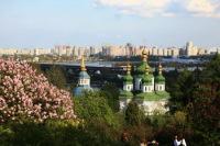 Весной город утопает в цветах (Фото: Владимир Прокофьев, www.hraam.ru)