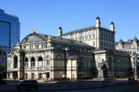 Оперный театр (Фото: Владимир Прокофьев, www.hraam.ru)