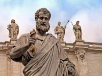 Статуя святого Петра в Ватикане (Фото: JCVStock, Shutterstock)