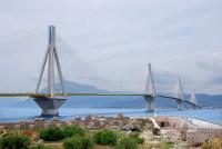 Подвесной мост Рио-Антирио через Коринфский залив (Фото: Petros Tsonis, www.shutterstock.com)