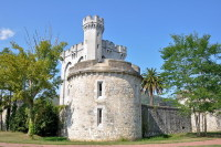 Один из замков Старого города (Фото: Alberto Loyo, Shutterstock)