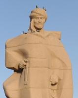 Монумент казахскому ученому и философу 9 века Аль Фараби (Фото: Tracing Tea, Shutterstock)