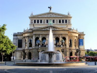 Старинное здание оперы (Фото: JeniFoto, www.shutterstock.com)