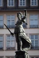 Знаменательный монумент – Богиня правосудия (Фото: Philip Lange, www.shutterstock.com)