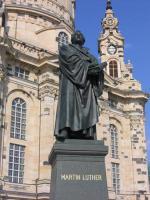 Памятник Мартину Лютеру в Дрездене (Фото: Norbert Derec, Shutterstock)