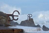 Скульптурная композиция «Гребень ветров» работы Чильиды (Фото: Poliki, www.shutterstock.com)