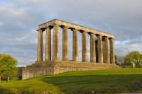 В Эдинбурге множество памятников и музеев (Фото: sebikus, www.shutterstock.com)