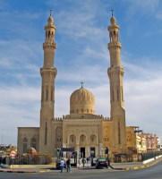 Старейшая и самая большая мечеть Хургады (Фото: DDCoral, www.shutterstock.com)