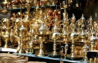 Выбор сувениров в Порт-Саиде – как и в любом египетском городе (Фото: Maria Gioberti, www.shutterstock.com)