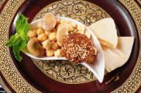Традиционные блюда местной кухни – кушанья из бобов (Фото: karam Miri, www.shutterstock.com)