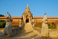 Остатки крепости Ват Пхратхат Лампанг Луанг (Фото: apisit, www.shutterstock.com)