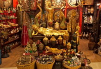 Здесь как и в Бангкоке большой выбор сувениров (Фото: Maria Skaldina, www.shutterstock.com)