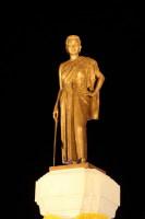 Памятник Тхао Суранари – «храброй женщине» (Фото: BsChan, www.shutterstock.com)
