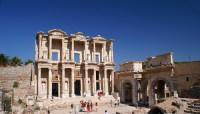 Руины библиотеки Цельса в Эфесе (Фото: arway, www.shutterstock.com)