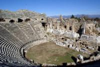 Руины древнего театра (Фото: Valery Shanin, www.shutterstock.com)