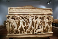 Саркофаг в музее археологии (Фото: Valery Shanin, www.shutterstock.com)